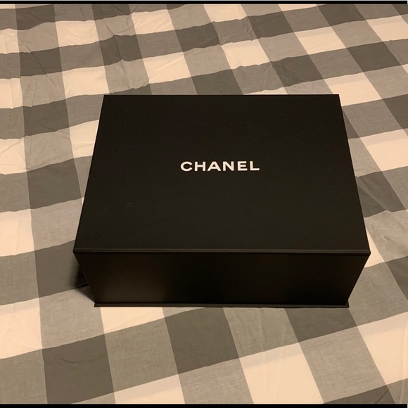 CHANEL Other - Empty Chanel magnetic box